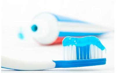 牙膏、水泥放久瞭為什麼會變硬?