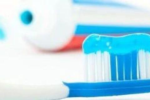 牙膏、水泥放久了为什么会变硬?