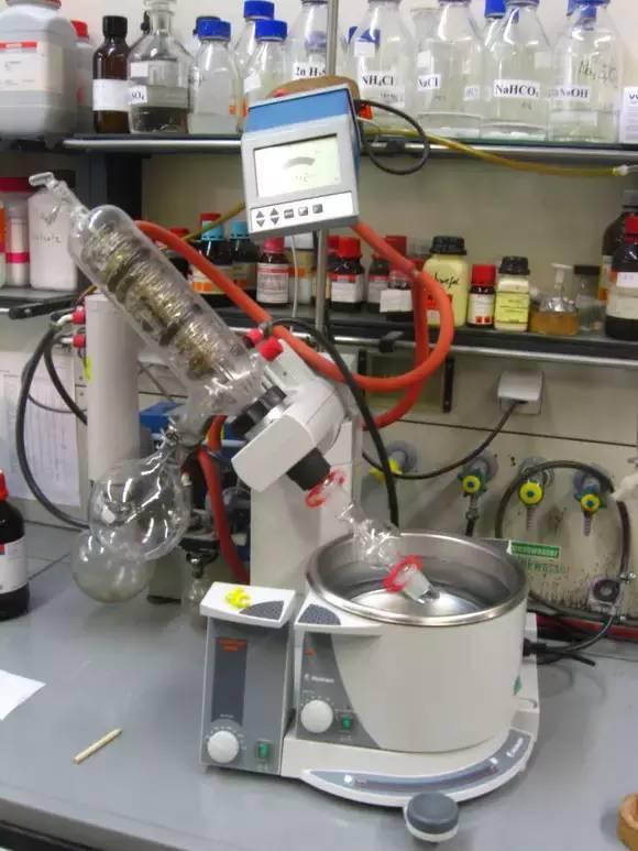 德国某大学化学实验室,大家进来感受一下~
