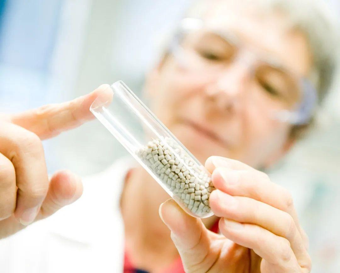 赢创发布用于医疗领域的新一代聚醚醚酮生物材料,帮助骨骼更快愈合