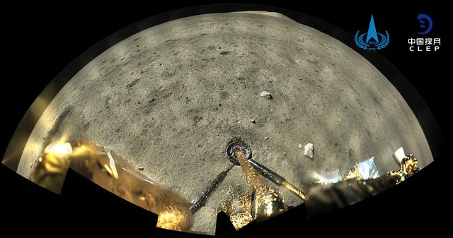 嫦娥五号着陆器和上升器组合体着陆后全景相机环拍成像(图片来源:国家航天局)